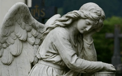 Picture of a grieving angel statue